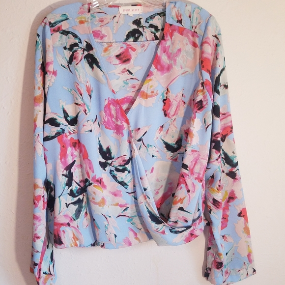 💙Eight Sixty floral wrap blouse